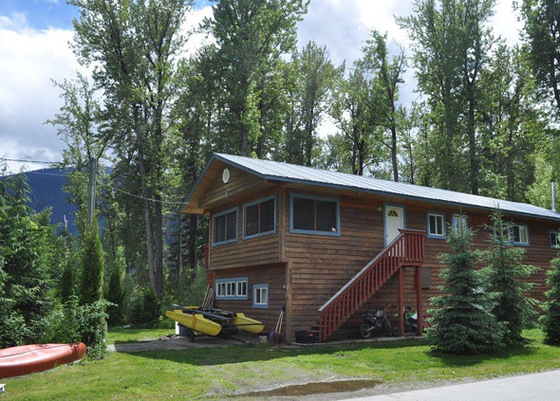 Year-Round Home Steps to Lake - Beautiful Trout Lake, BC