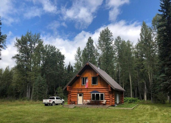 Four Season Log Home with Acreage - Bowron Lakes