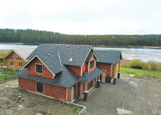 High-End Lakefront Garage with Suite - Glimpse Lake, BC