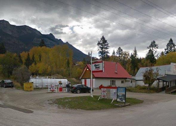 Brisco Gas Station & General Store - Brisco, BC (Columbia Valley)