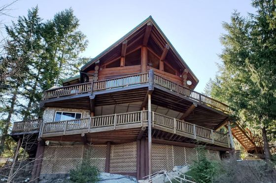 Texada Island Masterpiece - Incredible Log Home
