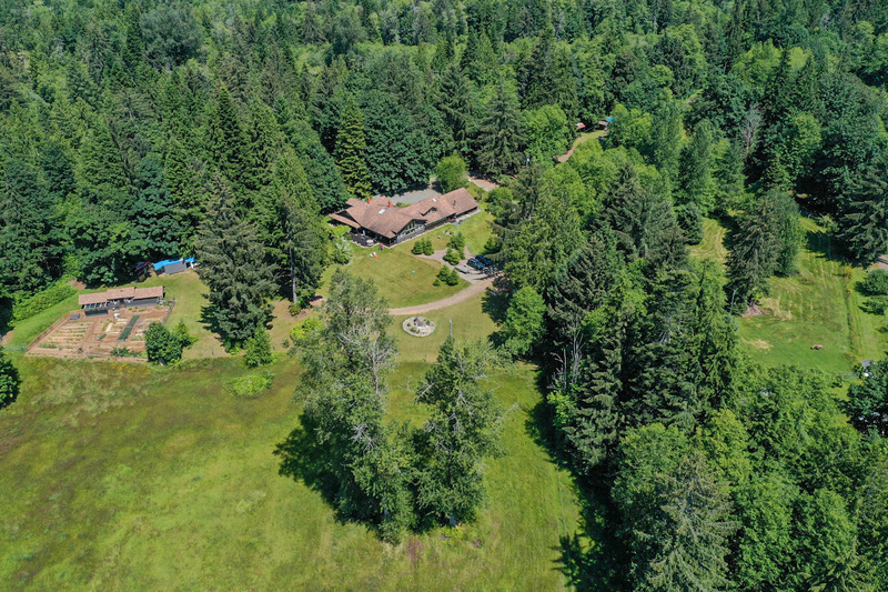 Salmon River Country Estate - Sayward Valley