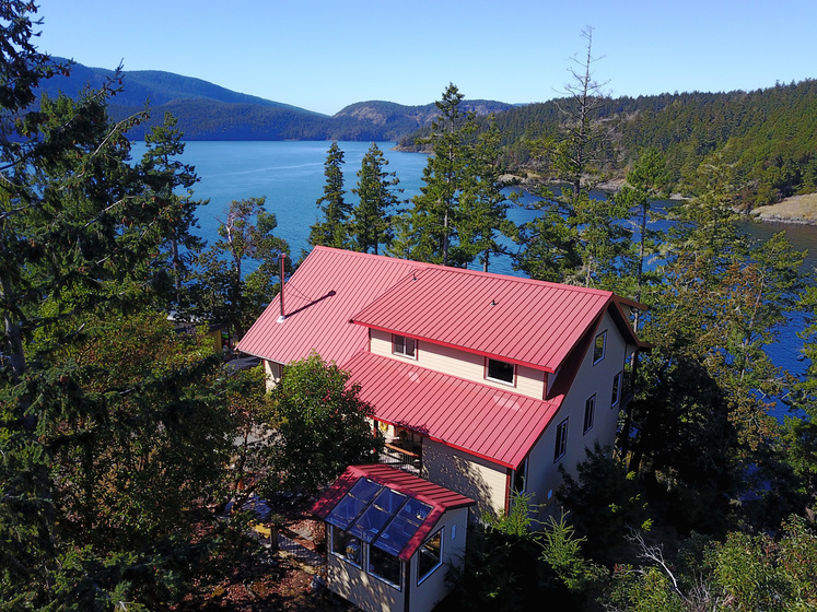 Salt Spring Oceanfront Home with Moorage - Southern Gulf Islands