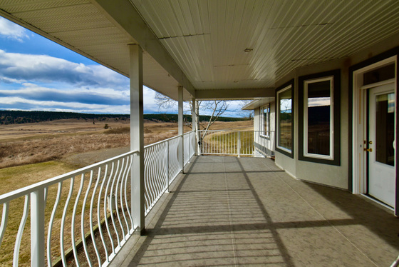 Executive Home and Acreage - 150 Mile House, Cariboo