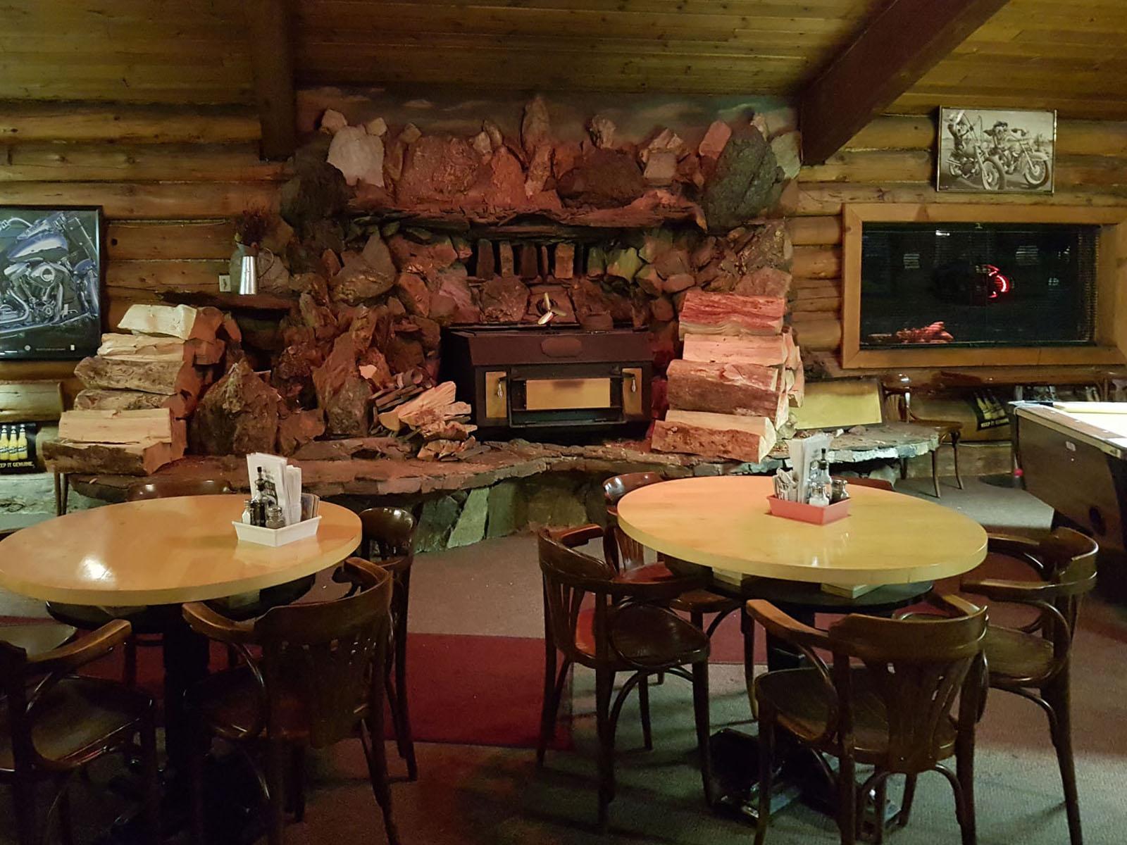 Log cabin pub 22