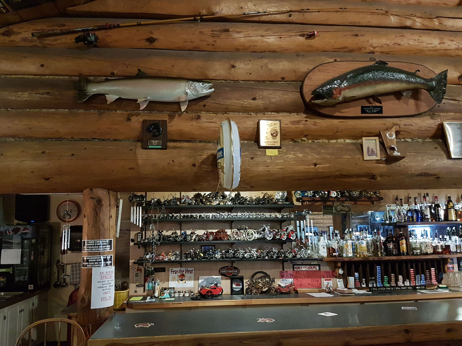 Log cabin pub 24