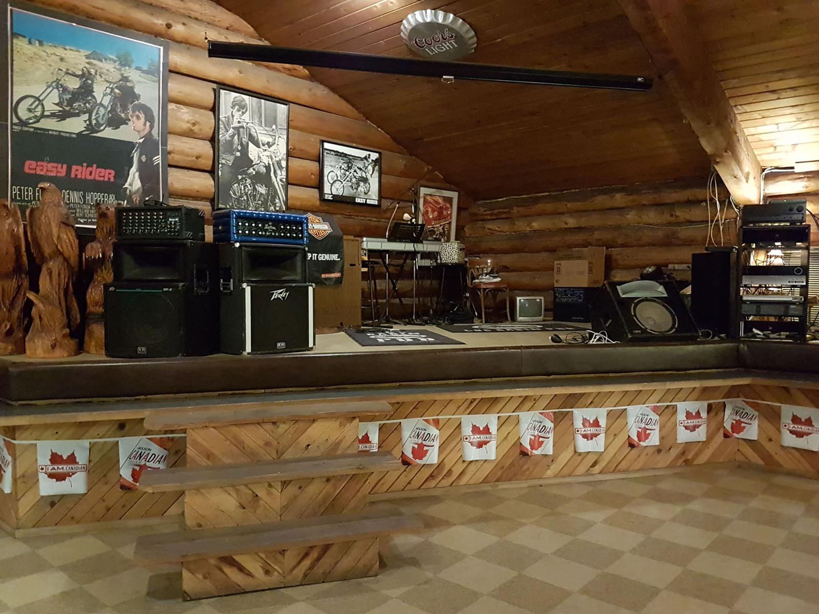 Log cabin pub 25