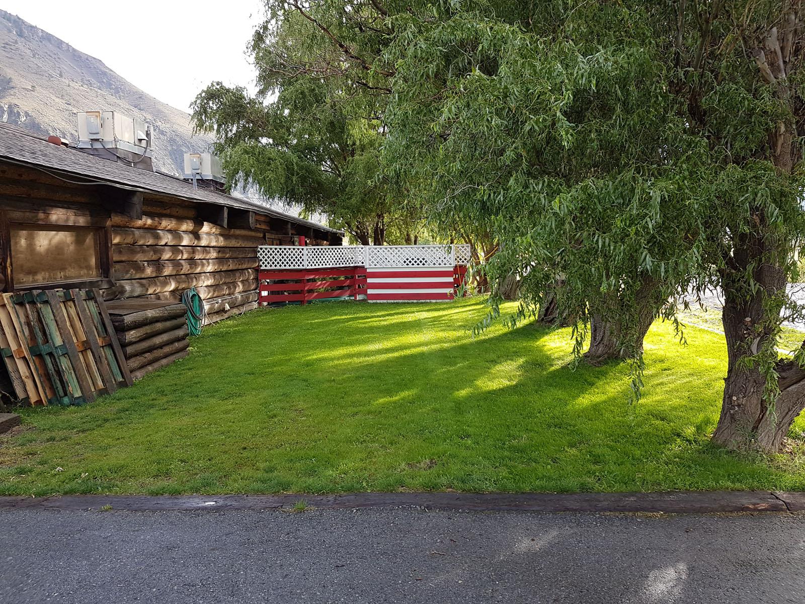 Log cabin pub 30