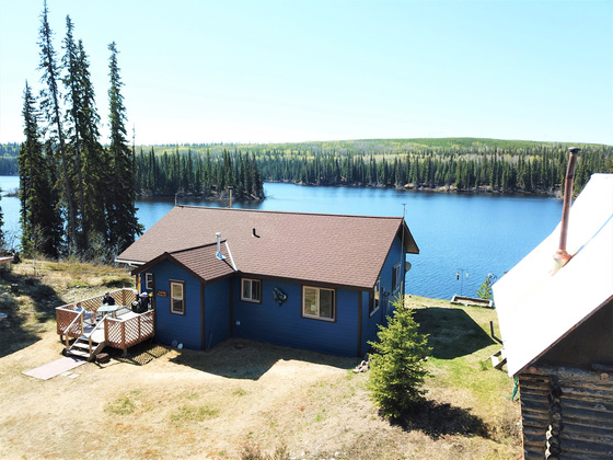 Wilderness Lakefront Retreat - Titetown Lake, BC