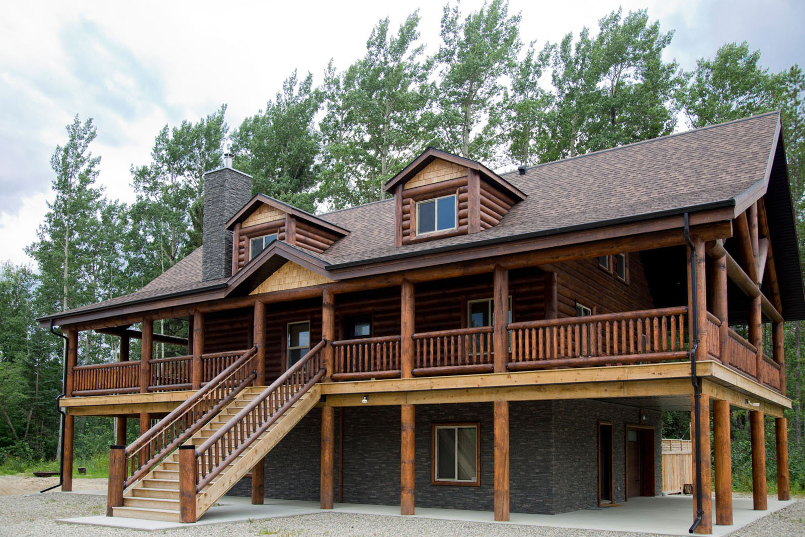 Valemount log cabin 01