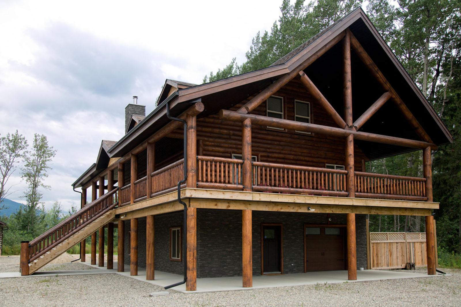 Valemount log cabin 03