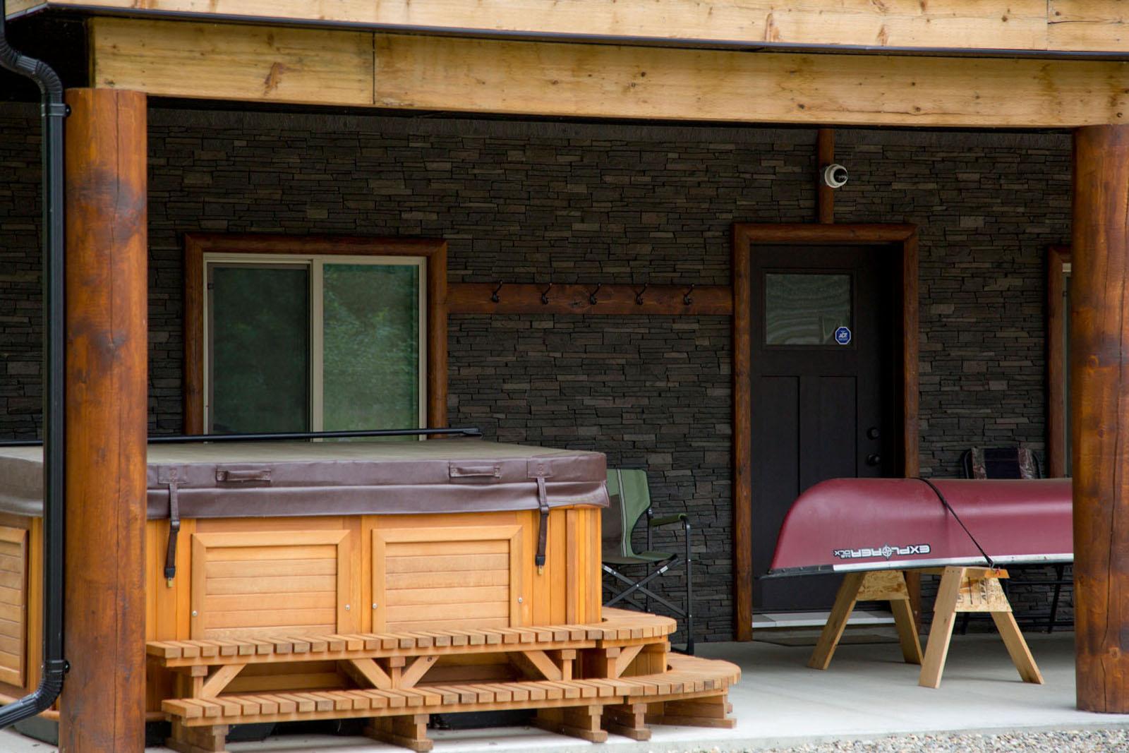 Valemount log cabin 06