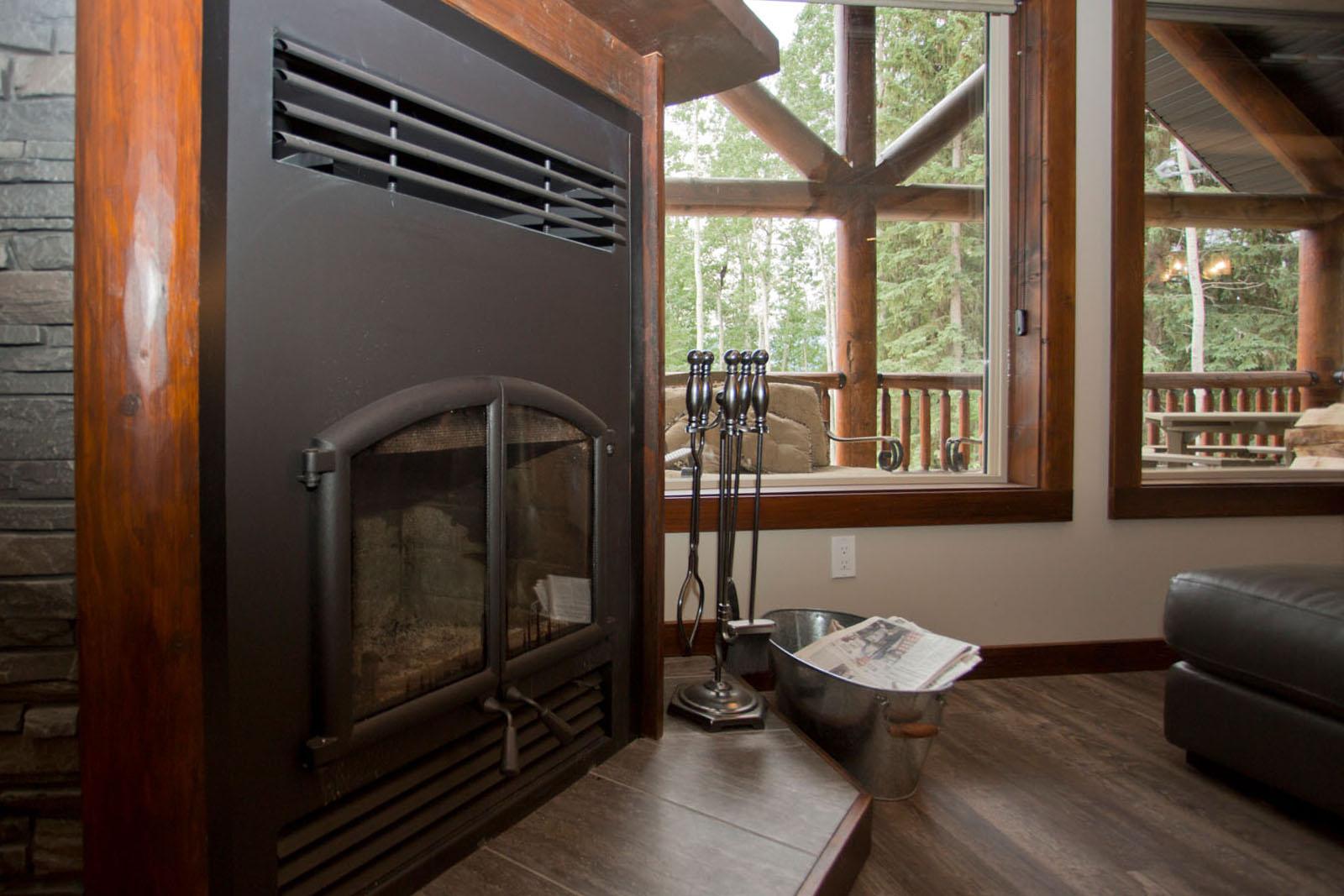 Valemount log cabin 11