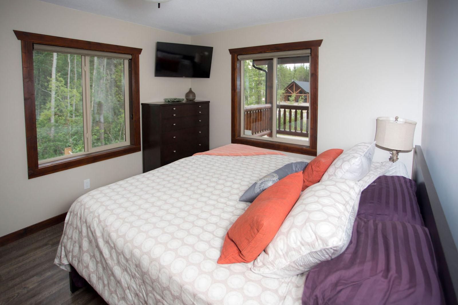 Valemount log cabin 17
