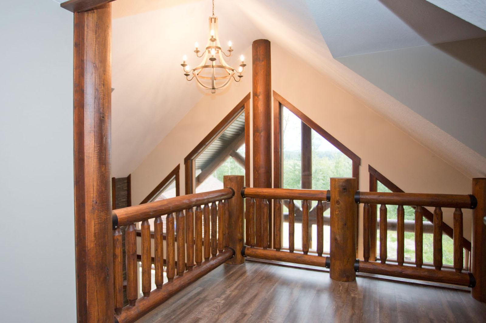Valemount log cabin 22