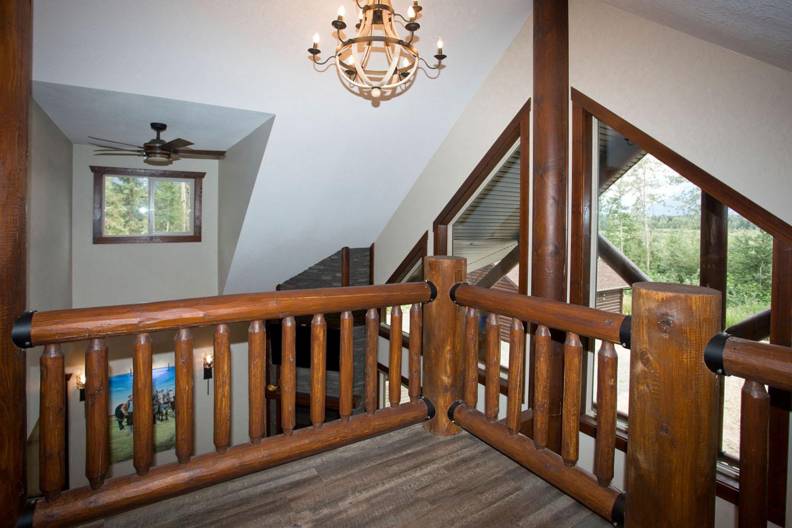 Valemount log cabin 23