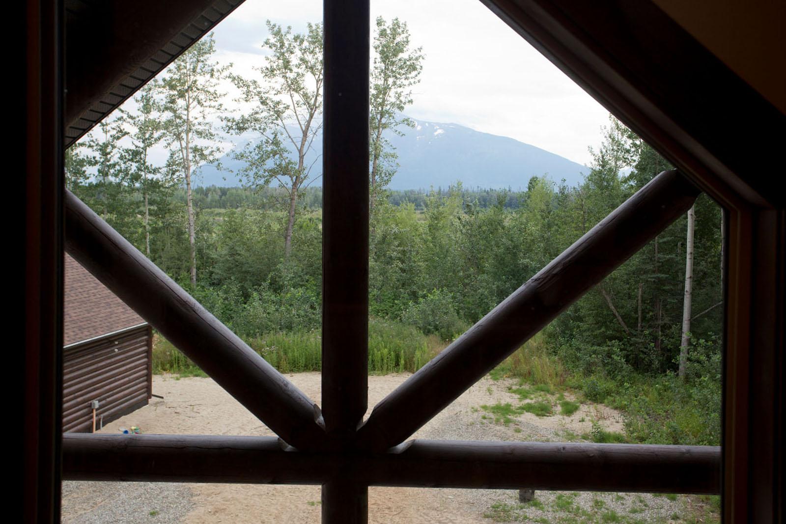 Valemount log cabin 35