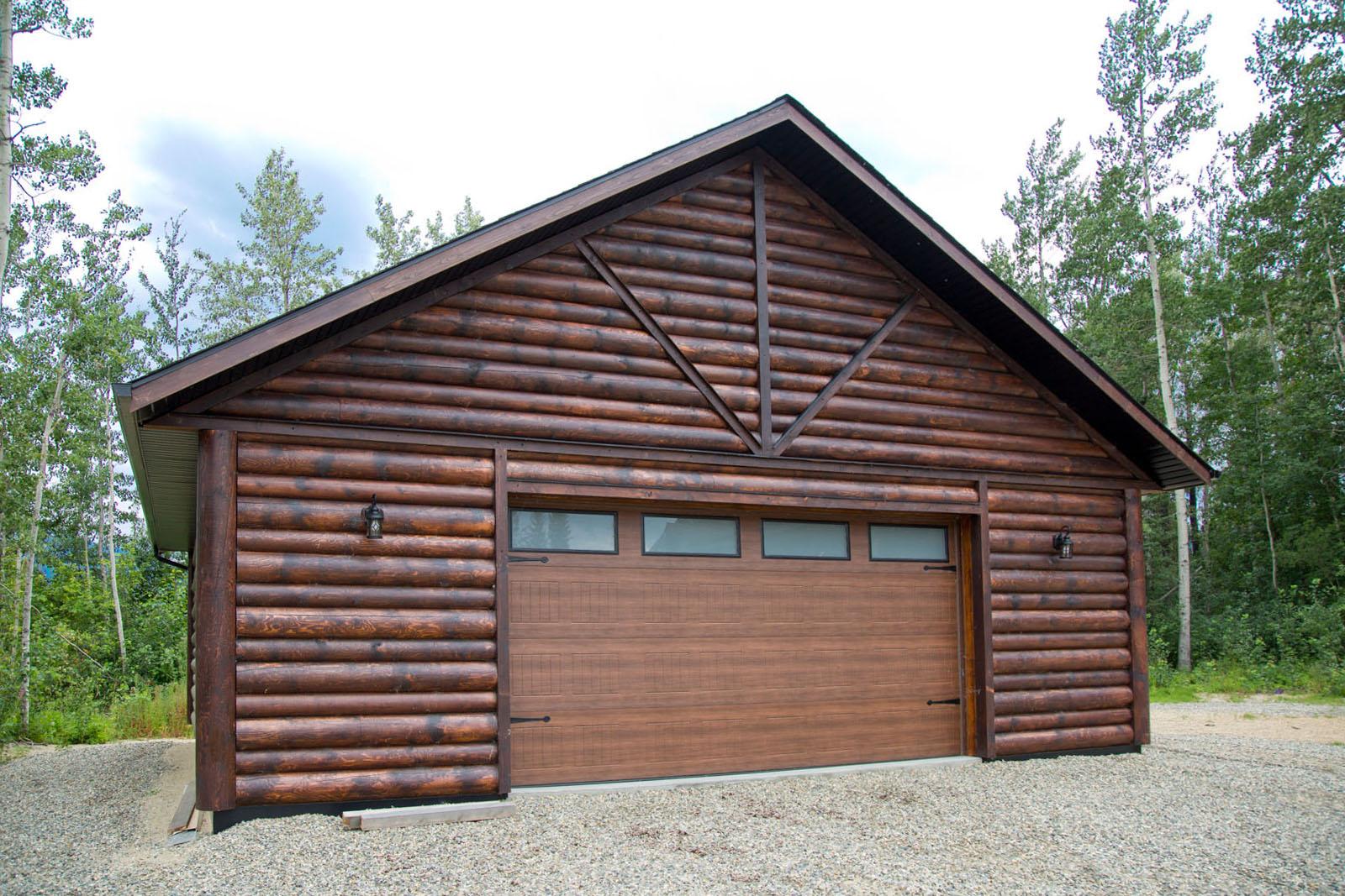 Valemount log cabin 42