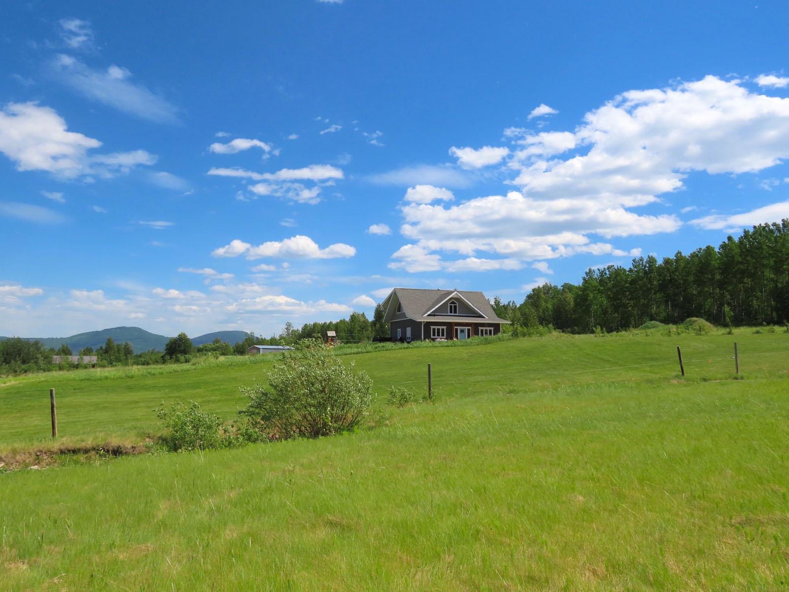 Lone prairie country home 39