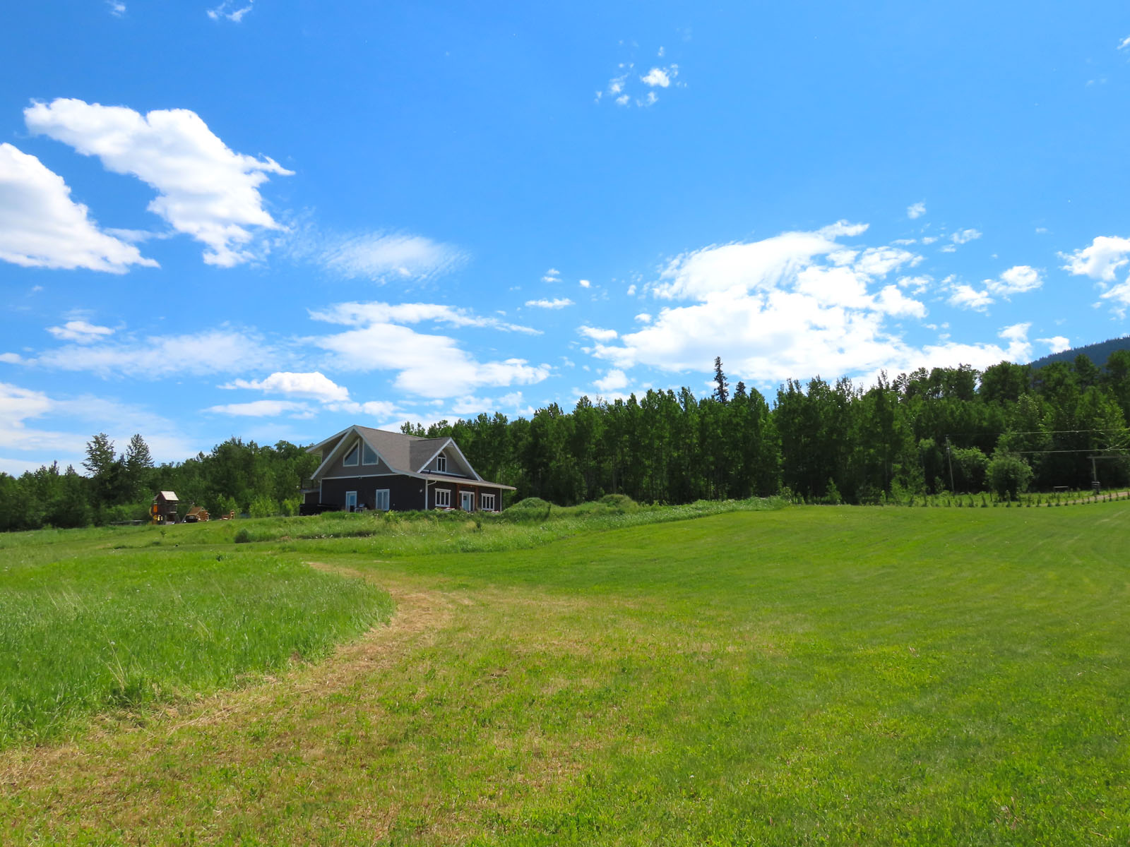 Lone prairie country home 41