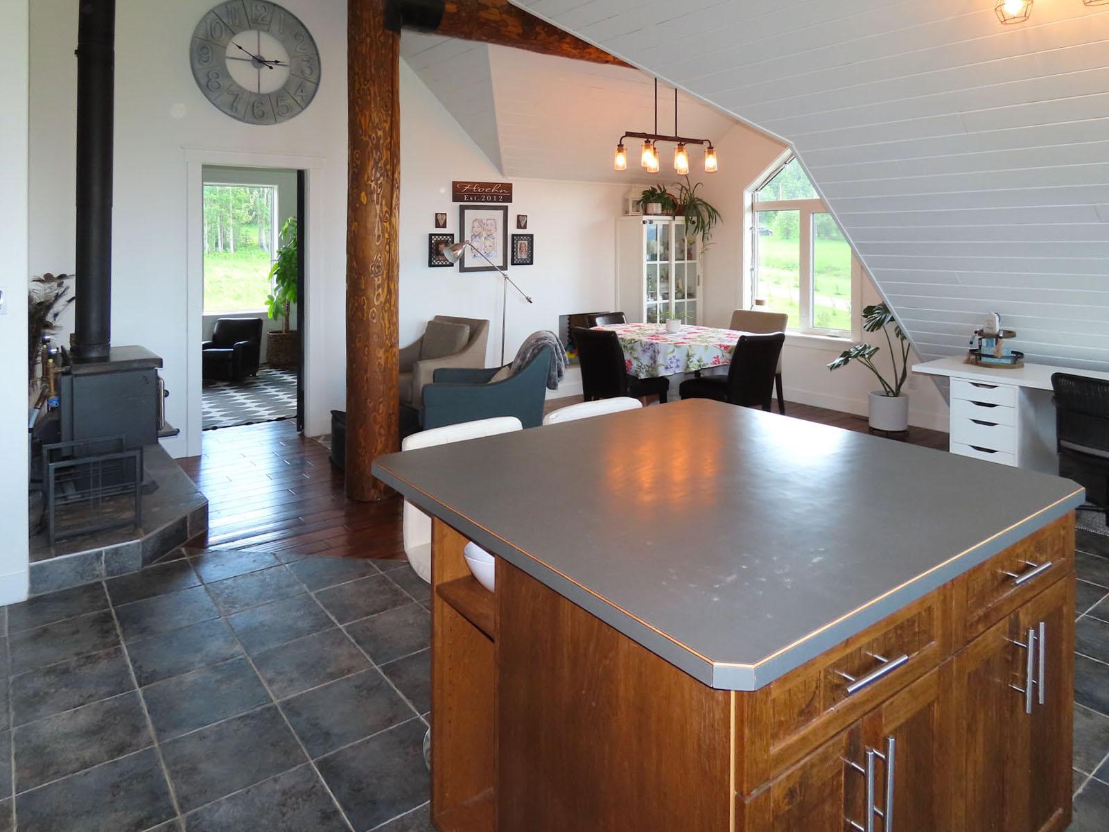 Lone prairie country home 51
