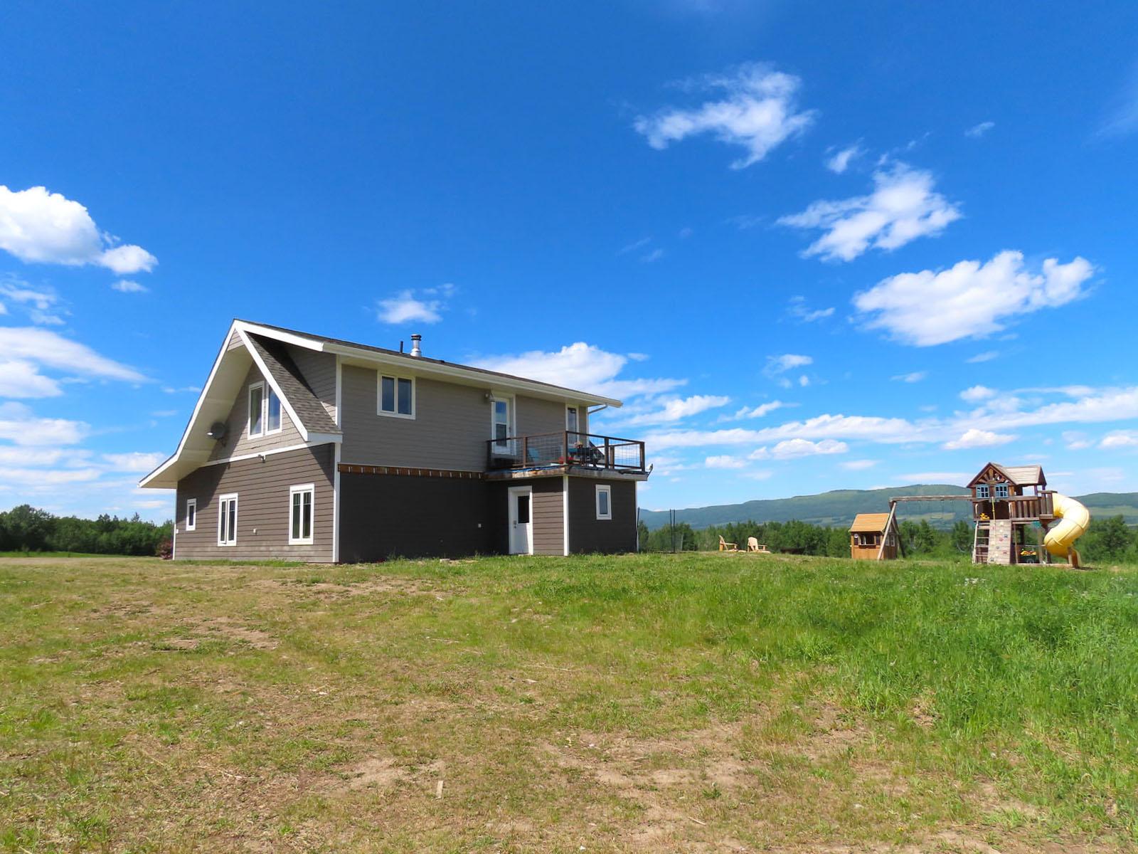 Lone prairie country home 84