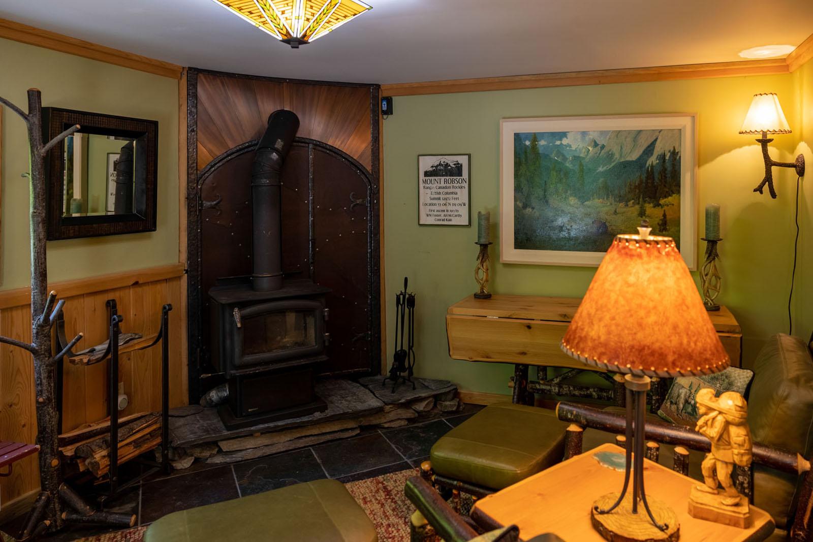 Mount robson log home 07