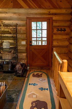 Thumb mount robson log home 27