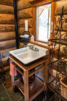 Thumb mount robson log home 31