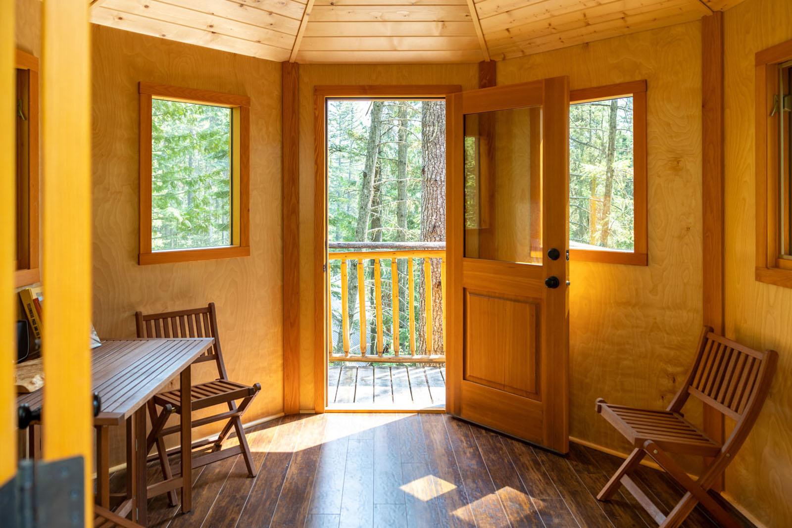 Mount robson log home 36