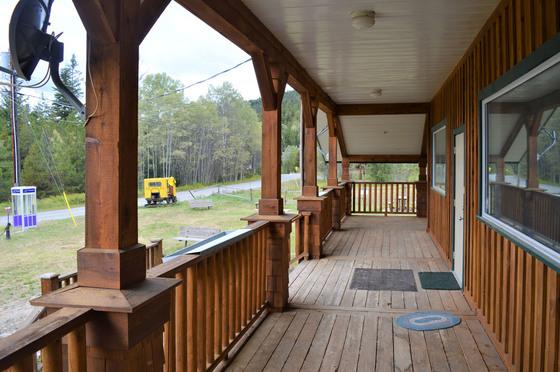Thumb bankier cabins 08