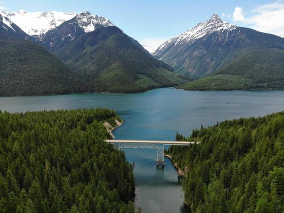 Off-Grid Lakefront Paradise - Revelstoke, BC